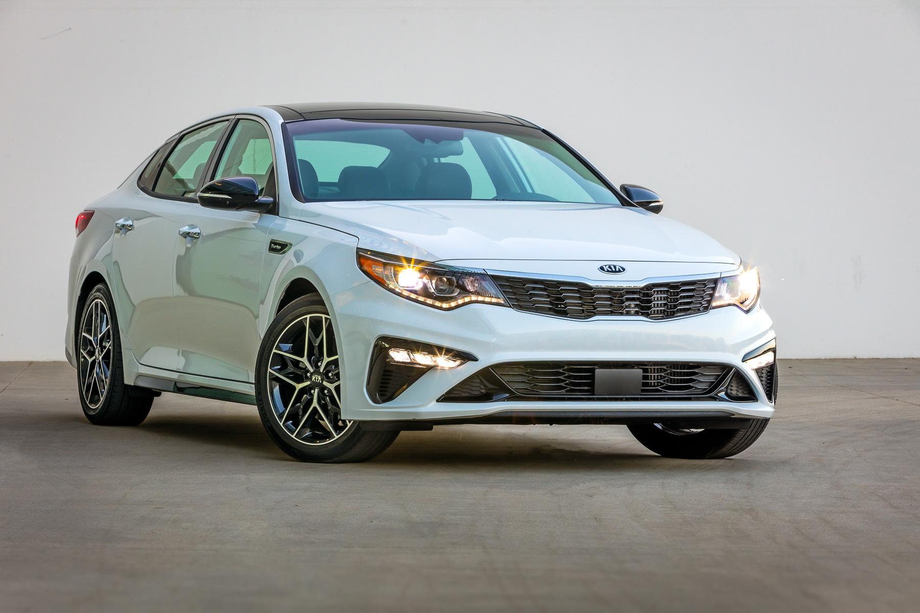 автомобиль Киа Оптима 2020