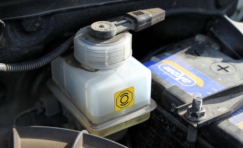 Особенности замены тормозной жидкости